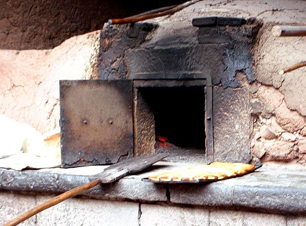 Ein Kaminofen Mit Backfach