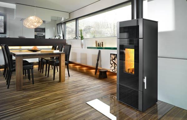holzofen mit wassertasche zur unterst tzung der zentralheizung. Black Bedroom Furniture Sets. Home Design Ideas