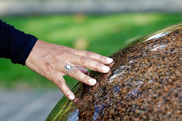 Zu trockene raumluft beim heizen mit dem kamin vermeiden - Pflegeleichte zimmerpflanzen mit bluten ...